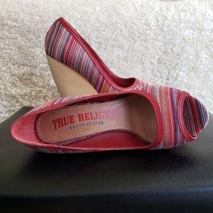 TRUE RELIGION Regan Peep-Toe Wedge Sandals 7